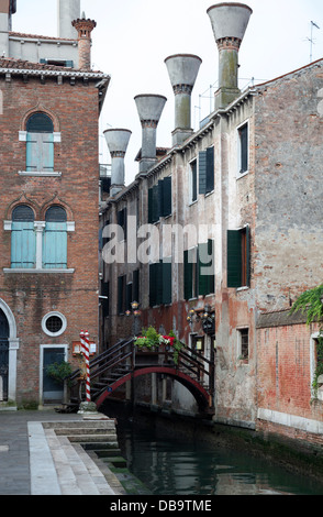 Dating back to 1500, 'Poste Vecie': is the oldest restaurant in Venice (Italy). L'extérieur du plus vieux restaurant - Stock Photo