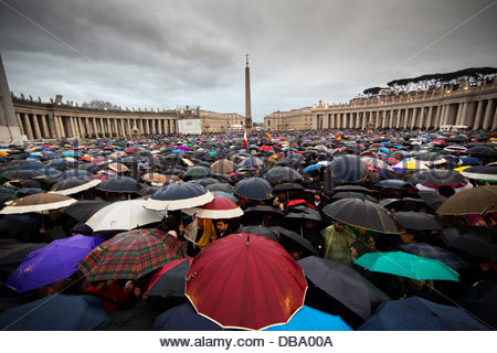 Thousands of people wait in the pouring rain for the selection of a new Pope in St. Peter's Square during the second - Stock Photo