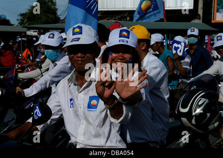 Phnom Penh, Cambodia on July 26th, 2013. Sam Rainsy supporters showing #7 w/ their hands (Sam Rainsy's party, the - Stock Photo