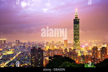 Taiwan, Taipei cityscape at the Xinyi District viewed from Elephant Mountain. - Stock Photo