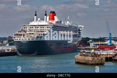 Cunard Queen Mary 2, Southampton Docks, Hampshire, England - Stock Photo