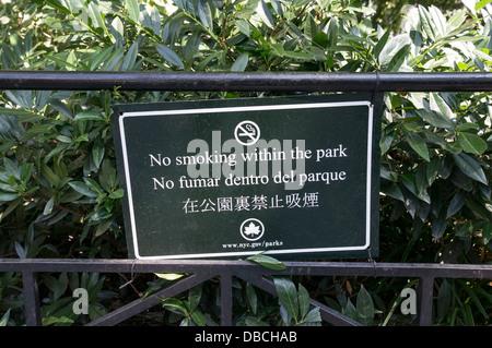 No smoking sign in English, Spanish and Chinese - Stock Photo