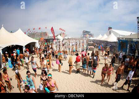 Huntington Beach, CA, USA. 28th July, 2013. July 28, 2013: The crowd at the Vans US Open of Surfing competition - Stock Photo