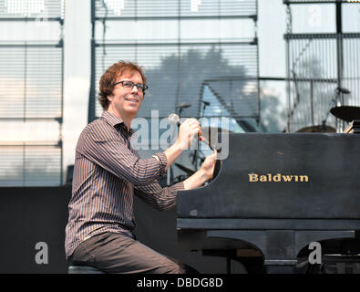 Raleigh, North Carolina, USA. 27th July, 2013. Singer and pianist BEN FOLDS of the group Ben Folds Five performing - Stock Photo