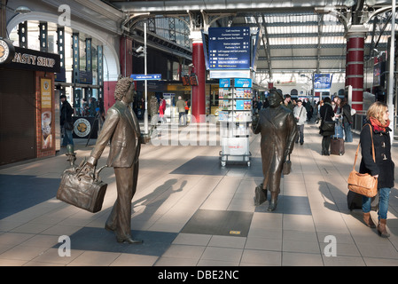 Sculptures at Liverpool's Lime Street Railway Station, of entertainer and comedian Ken Dodd and Labour MP Bessie - Stock Photo