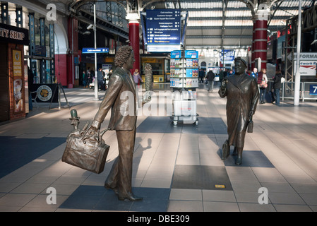 Sculptures by Sculptor Tom Murphy at Liverpool's Lime Street Railway Station, of entertainer Ken Dodd and Bessie - Stock Photo