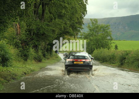 Lennoxtown, Glasgow, Scotland, UK. 29th July, 2013. Heavy downpours of rain cause flooding and difficult driving - Stock Photo