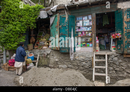 Traditional shops on the road to the fort, Karimabad, Hunza Valley, Gilgit-Baltistan, Pakistan - Stock Photo
