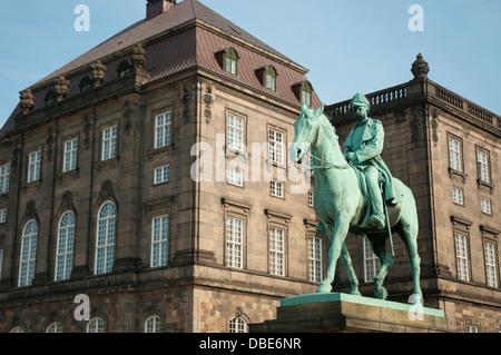 Denmark. Copenhagen. Slotsholmen. Christiansborg Palace. King Christian IX statue. - Stock Photo