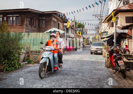 Unidentified man on a motorbike in the Thai capital - Stock Photo