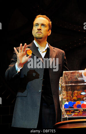 Derren Brown on stage at the Shaftesbury Theatre ahead of the press night for his show 'Derren Brown: Svengali' - Stock Photo