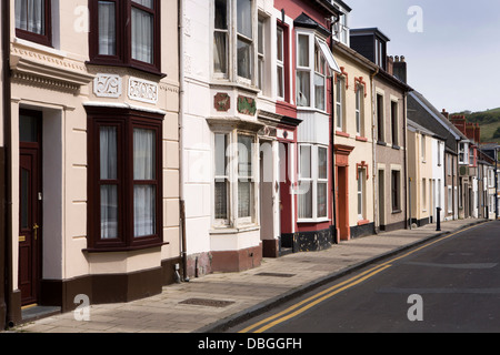 UK, Wales, Ceredigion, Aberystwyth, High Street, Victorian Houses in Old Town - Stock Photo