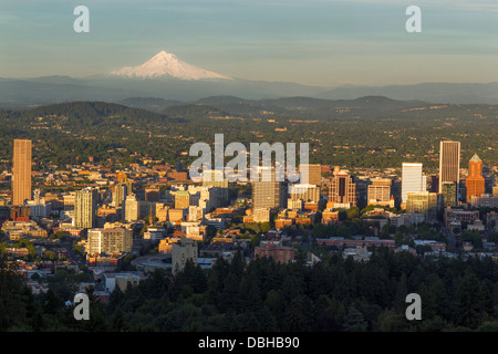 City skyline view of Portland, Oregon, USA - Stock Photo