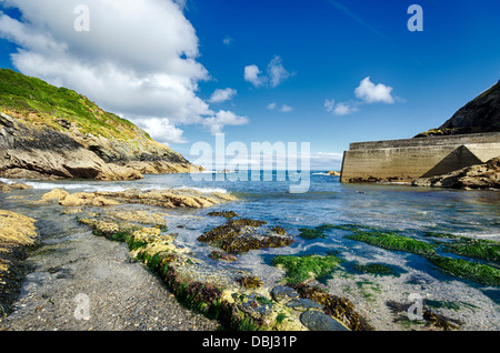 Rocky beach at Portloe on the south coast of Cornwall - Stock Photo