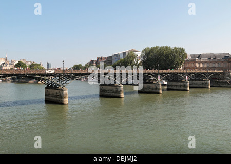 The Pont des Arts (Passerelle des Arts), a pedestrian bridge in over the River Seine, Paris, France. - Stock Photo