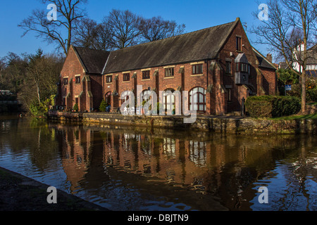 Building on side of Bridgewater canal,  Worsley, Greater Manchester - Stock Photo