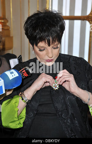 Liza Minnelli Liza Minnelli is awarded with chevalier of the Legion of Honour (Chevalier de la Legion d'Honneur) - Stock Photo