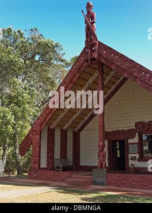 dh Waitangi Treaty Grounds BAY OF ISLANDS NEW ZEALAND Whare Runanga Maori meeting house carvings marae carving home - Stock Photo