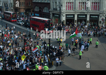 London, UK. 2nd August 2013. Over thousand march through central London in a rally organized by the Al Quds committee - Stock Photo