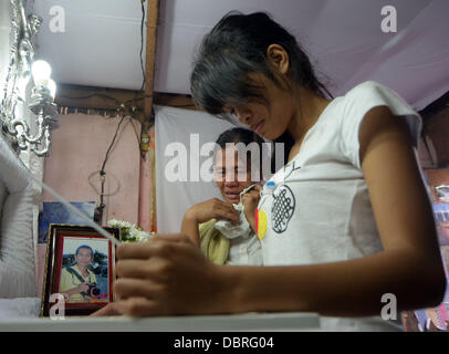 General Santos city, Southern Philippines. 3rd August, 2013. Mario Sy's Wife Violeta Sy (C) and daughter Mirasol - Stock Photo