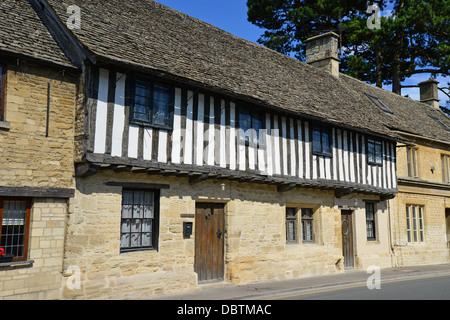 16th century Kings Head House, West End, Northleach, Cotswolds, Gloucestershire, England, United Kingdom - Stock Photo