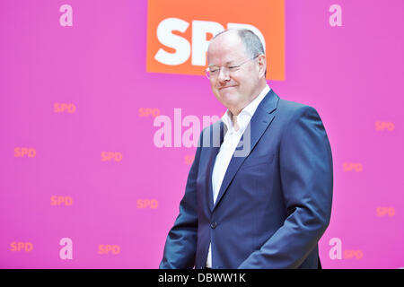 Berlin, Germany. 5th August, 2013.  Peer Steinbrueck (SPD), SPD chancellor candidate, giving a Press statement together - Stock Photo