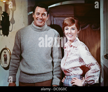 1970s 1970 MUSICAL WWI SPY FILM DARLING LILI ROCK HUDSON JULIE ANDREWS LOOKING AT CAMERA - Stock Photo