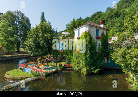 Beautiful scene of the ivy covered Moulin Hotel and river Dronne, in the commune of Brantôme, in the Dordogne department - Stock Photo