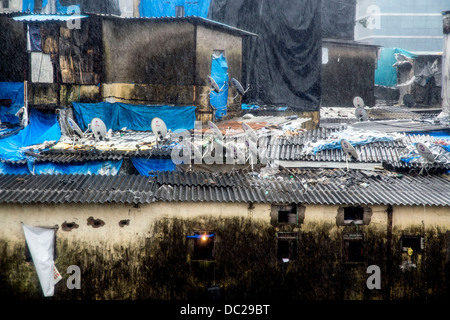 Satellite dishes on slum roofs Mumbai TV aerials - Stock Photo