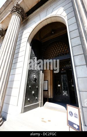 entrance doors to the bank of england headquarters threadneedle street london england uk - Stock Photo