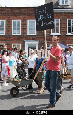 Hampton Wick Festival 2013- participants from the Royal Paddock Allotments taking part in the procession. - Stock Photo