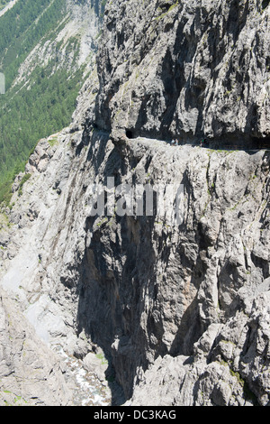 Wanderer auf Felsenweg in der Uinaschlucht - Hiker  on steep rock trail, Val d Uina - Stock Photo