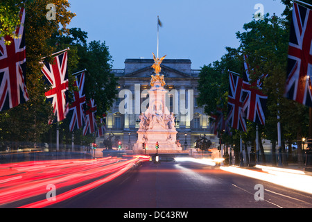 The Mall At Night with Victoria Monument And Buckingham Palace London UK - Stock Photo