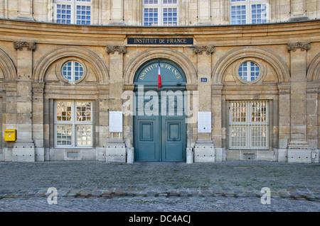 Main entrance of the Institut de France, 23 quai de Conti in Paris, 6th arrdt. It is also the entrance of the Bibliothèque - Stock Photo