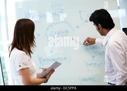 communication interactive analysis The aim of an analysis of interactive communication is to develop a definition that gives us a more substantial, general understanding of what the concept applies to.