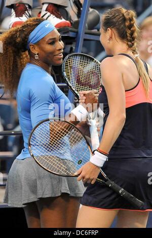 Toronto, Ontario, Canada. 9th Aug, 2013. Toronto, Ontario, Canada, August 9, 2013. Serena Williams (USA) and Magdalena - Stock Photo