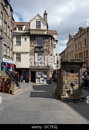John Knox House & the Scottish Storytelling Centre In High Street The Royal Mile Edinburgh Scotland & the Netherbow - Stock Photo