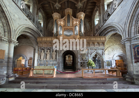 St. Davids Cathedral. The pulpitum or stone screen was constructed during the 14th century remodeling by Bishop - Stock Photo