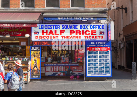 Discount theatre ticket booth, London, England - Stock Photo