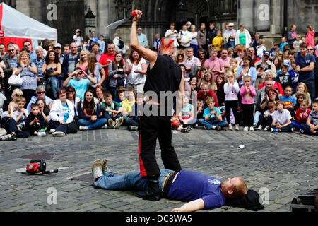 Street Performer Mighty Gareth with a volunteer from the audience during the Edinburgh International Festival Fringe - Stock Photo