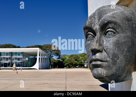 Brazil, Brasilia: Bust in homage of initiator and founder of the brazilian capital Brasilia at the Praca dos Tres - Stock Photo