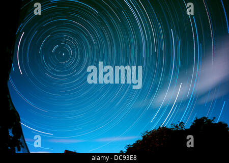 London, UK. 12th August 2013. This 3 hour ultra wide composite exposure of the night sky on 12-13 August 2013 showed - Stock Photo