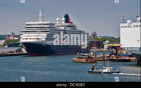 Cunard Queen Elizabeth Ocean Liner in her Berth, Southampton Docks, Hampshire, England - Stock Photo