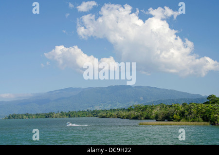 Guatemala, Rio Dulce National Park. Rio Dulce (Sweet River) runs from the Caribbean Sea inland to Lake Izabal. - Stock Photo