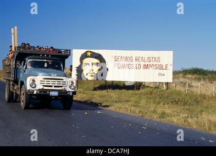 Road, communist propaganda with Ché Guevara. Pinar del Río Province, Cuba - Stock Photo