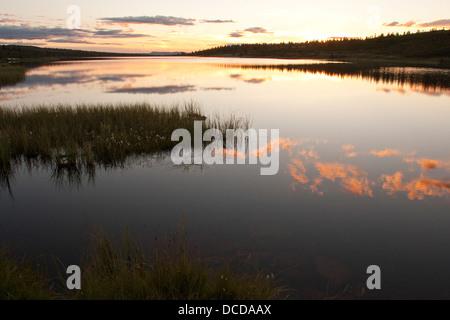 Abendstimmung an einem See in Skandinavien, Norwegen, Sonnenuntergang, Evening mood in a lake in Scandinavia, Norway, sundown