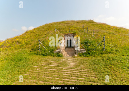 The entrance to Maes Howe chambered tomb on Mainland, Orkney. - Stock Photo