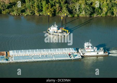 USA, Louisiana, Atchafalaya Basin area, tugboat pushing freight barge westward, construction and drilling boat behind. - Stock Photo