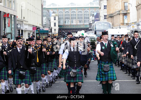 Glasgow, Scotland, UK, Friday, 16th August, 2013. Four Pipe Bands Beat The Retreat on Argyle Street. The 2013 World - Stock Photo