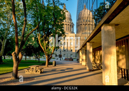 Picnic table and capital building park - Stock Photo